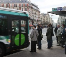 This picture taken on January 17, 2010 shows passengers waiting at a public transport bus stop at the Leon Blum square in Paris.    AFP PHOTO LOIC VENANCE / AFP PHOTO / LOIC VENANCE